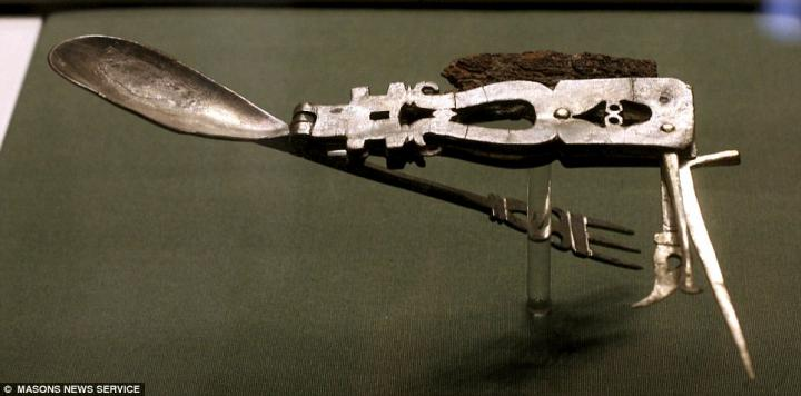 roman-army-knife-2.jpg